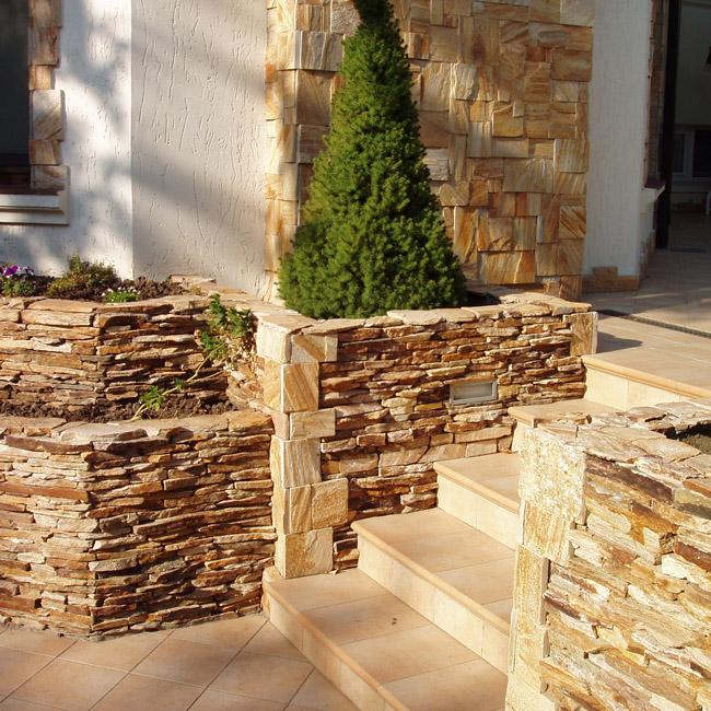Облицовка стен дома с применением натурального камня