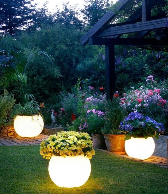 Любому саду необходимо освещение!