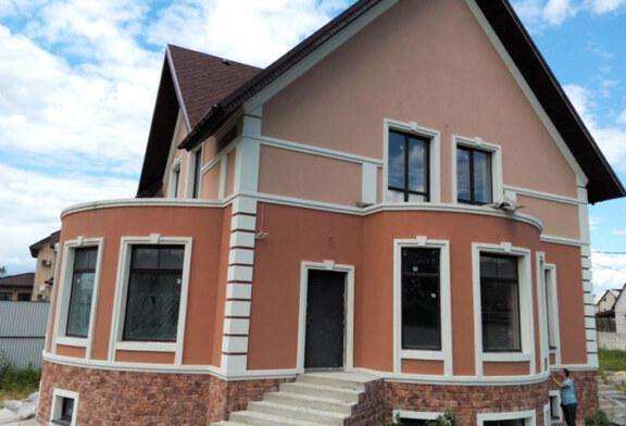 Вся правда о том, почему стоит оштукатуривать фасад именно Bergge Acrysilputz